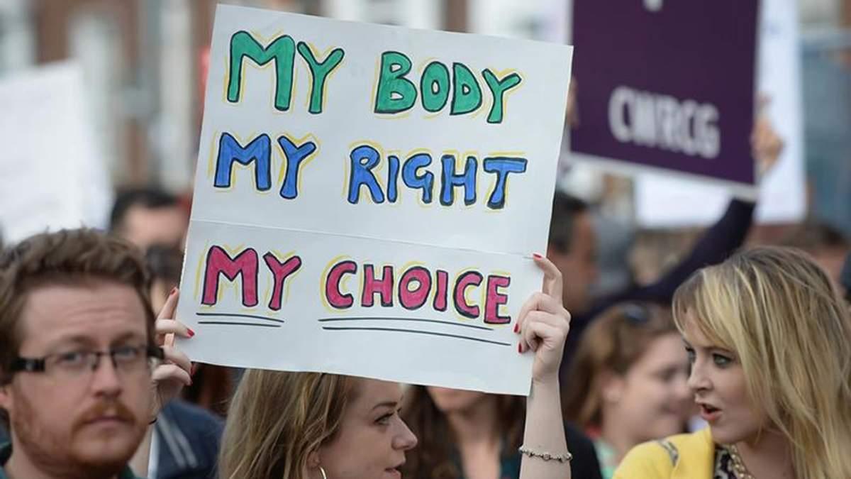 Парламент Ірландії легалізував аборти після тижнів гарячих дебатів
