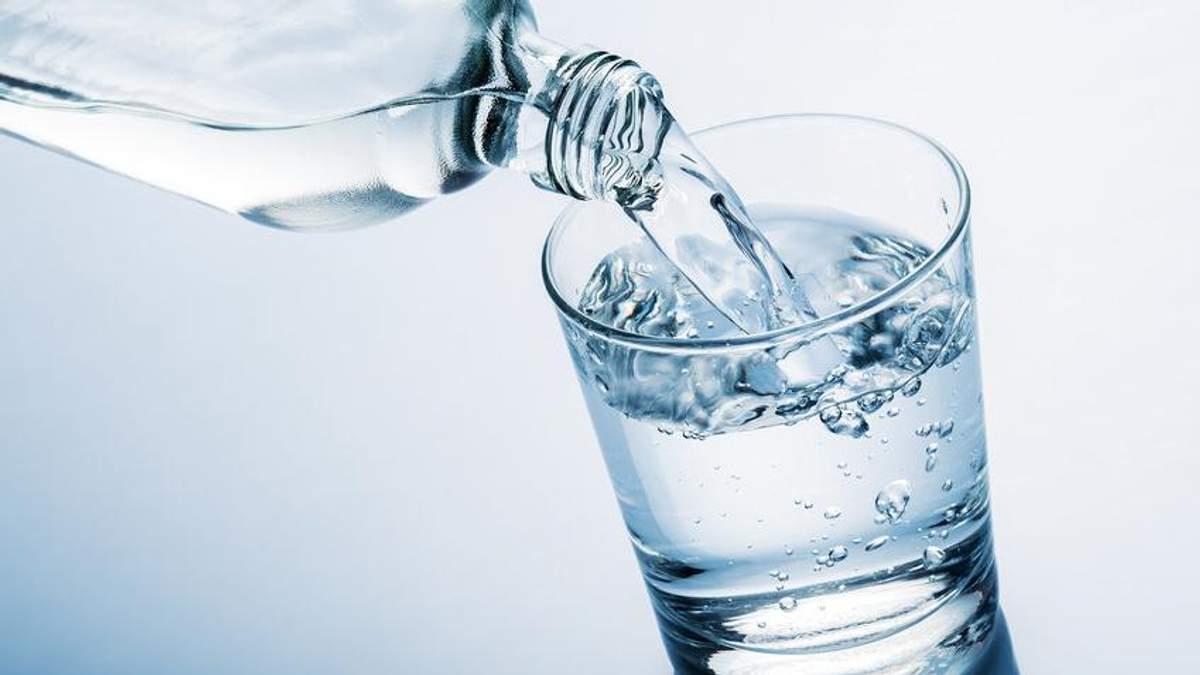 Скільки можна зберігати питну воду