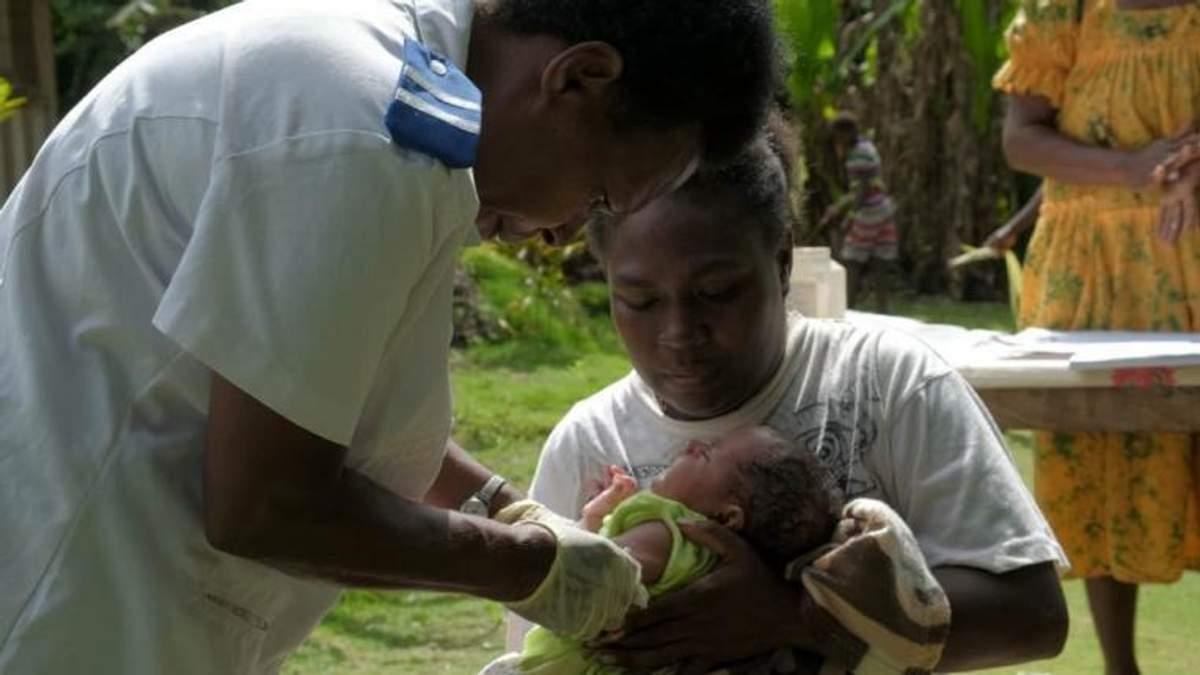 Вперше на важкодоступний острів вакцину доставили дроном