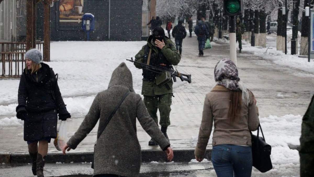 """""""Это настоящий мел"""": в захваченном Луганске  обеспокоены некачественными российскими лекарствами"""