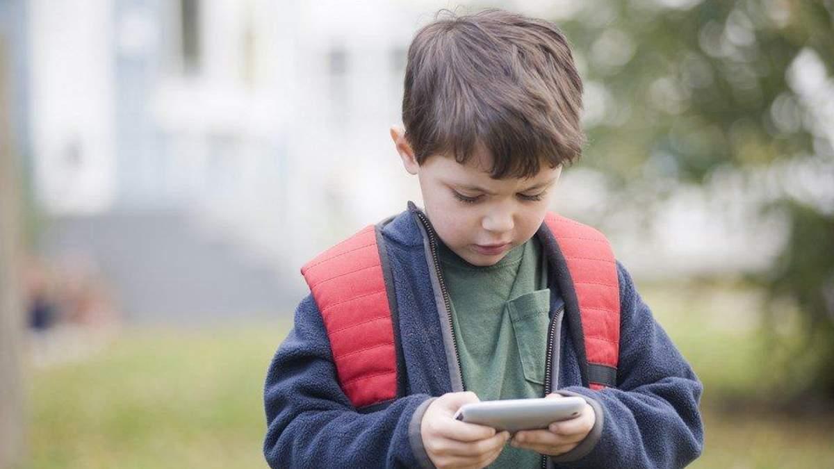 Які серйозні хвороби у дітей може спричинити тривале користування смартфонами