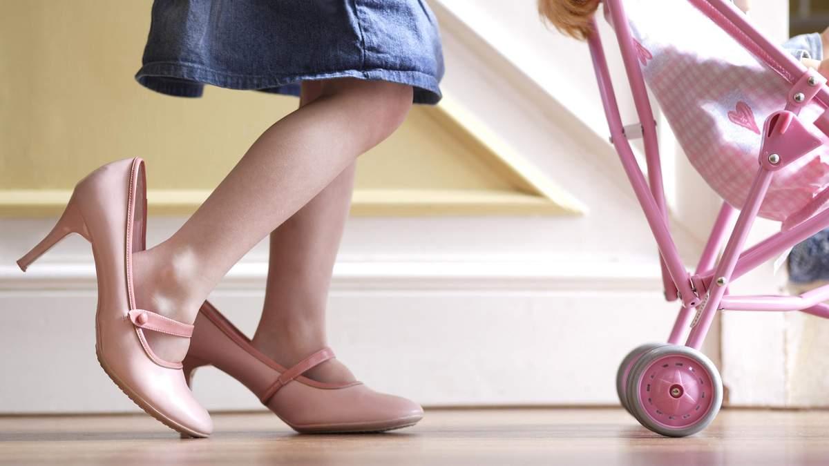 Комаровский объяснил, с какого возраста можно девочкам носить каблуки