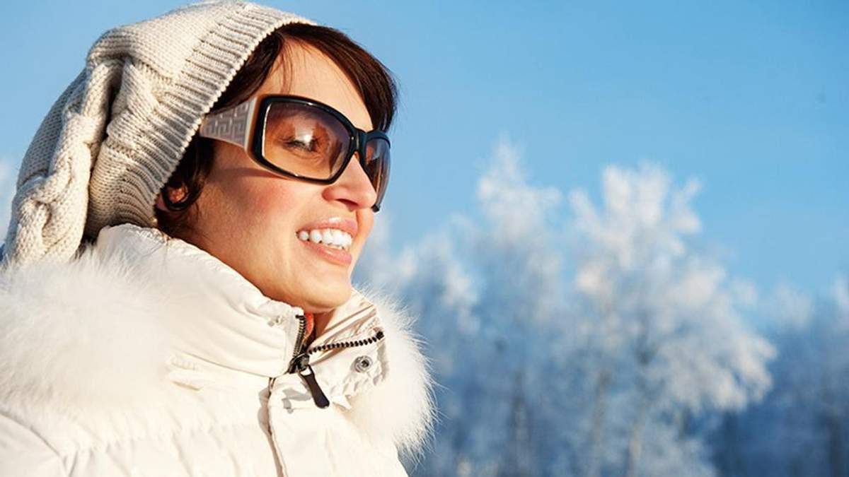 Нужно ли носить солнцезащитные очки зимой