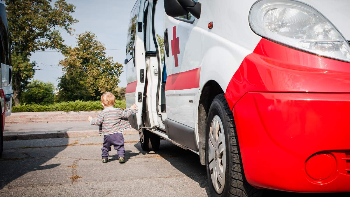 Первая скорая помощь - как спасти жизнь человека до приезда скорой