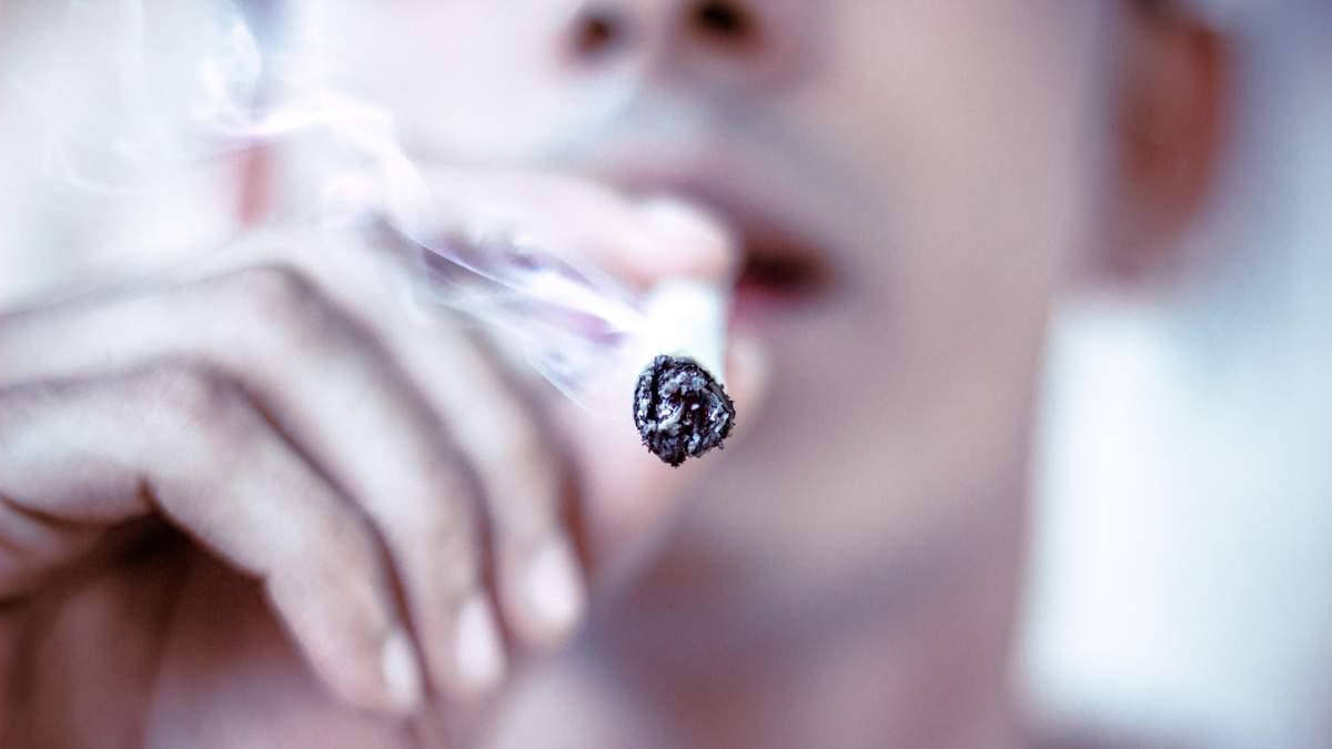 Ученые нашли причину курения и алкоголизма