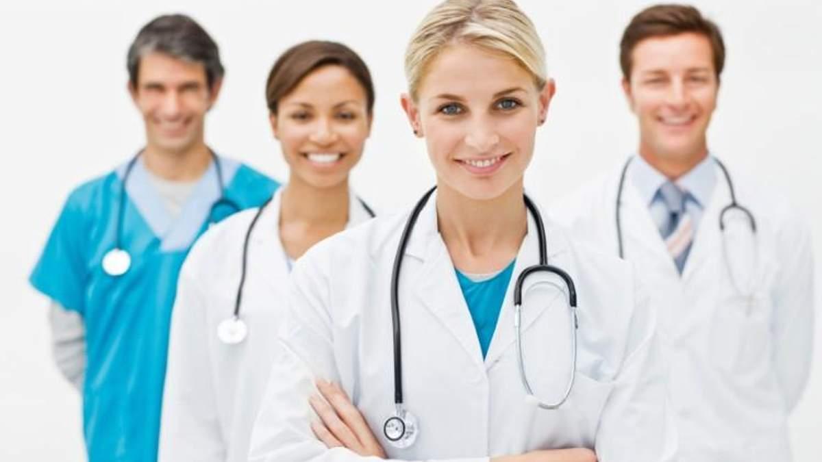 Нехватка медперсонала в Украине: сколько врачей уехало на заработки в Польшу