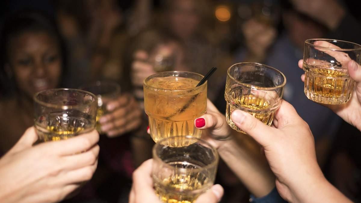 У Великобританії вимагають визнати алкоголь наркотиком і продавати за рецептом