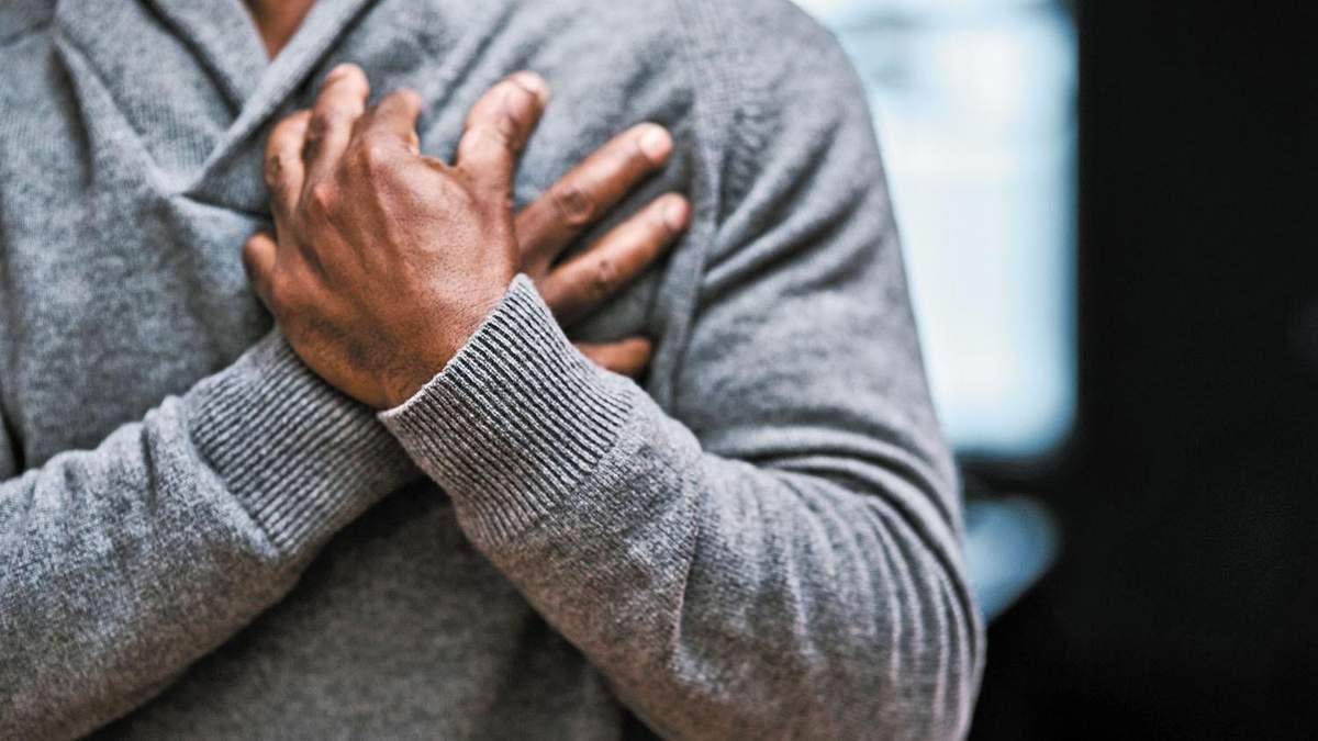 Чому поколює в грудях: причини