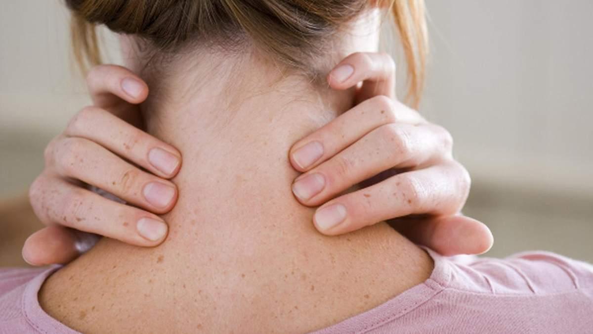 Як надати першу допомогу при травмі шиї
