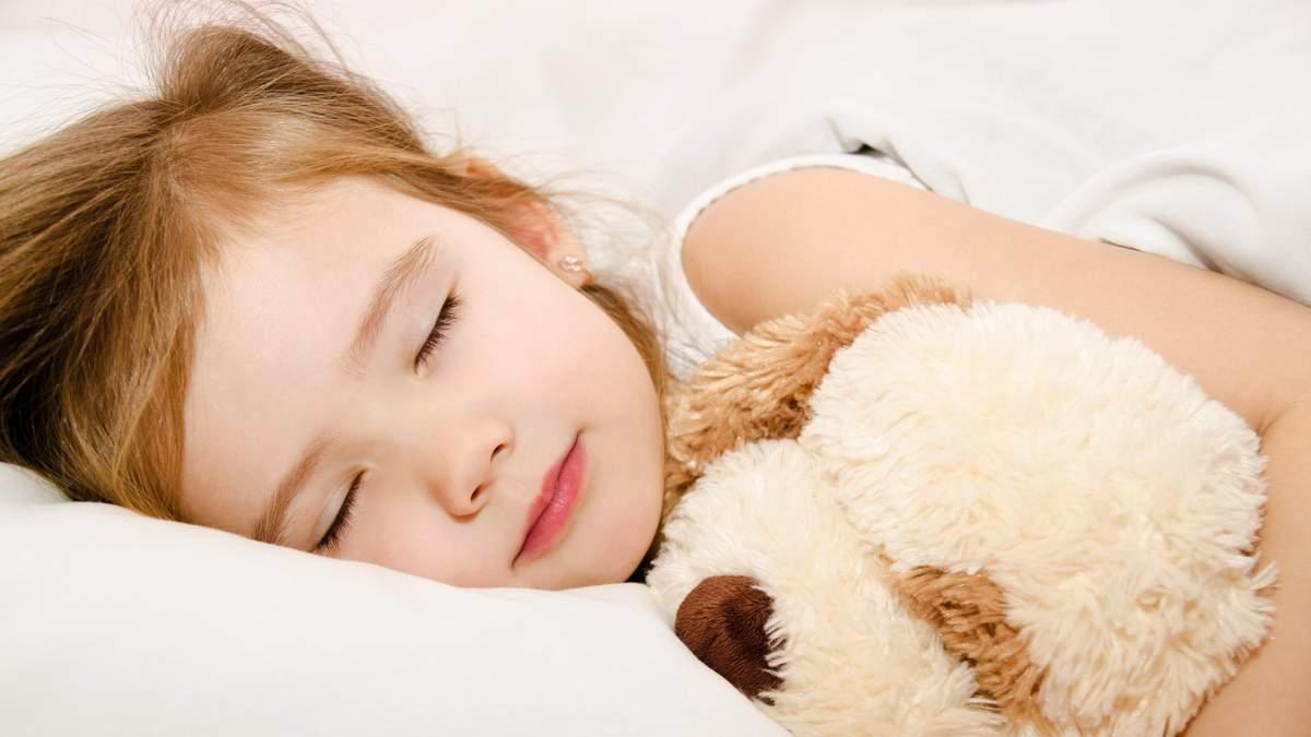 Скільки повинні спати діти в різному віці: відповідь Комаровського