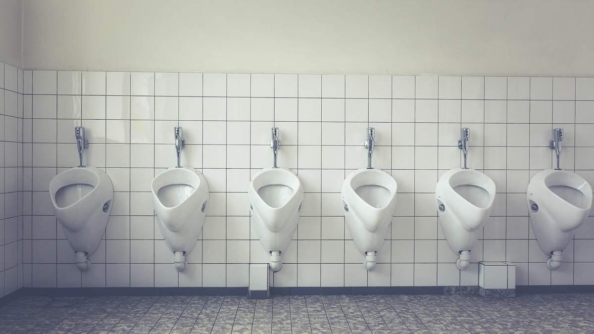 Сидячи чи стоячи – як правильно мочитися чоловікам