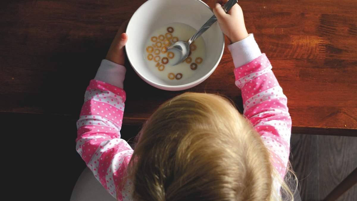 Як привчити дитину правильно харчуватися