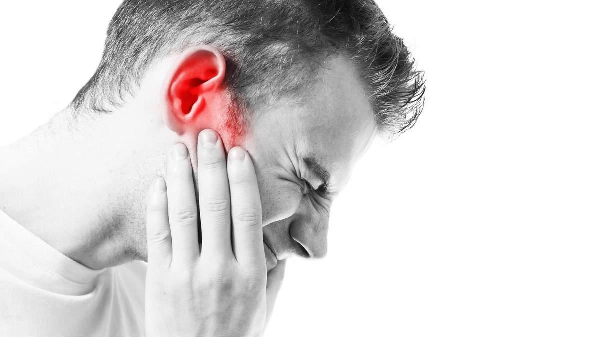 Біль у вусі: причини, симптоми отиту і запалення вуха