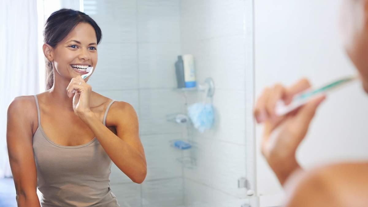 Коли чистити зуби вранці – до або після сніданку