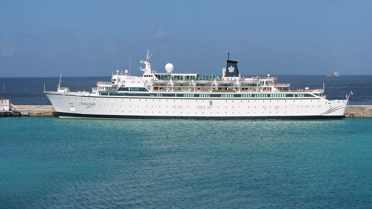 На Карибах корабель закрили на карантин через кір на борту