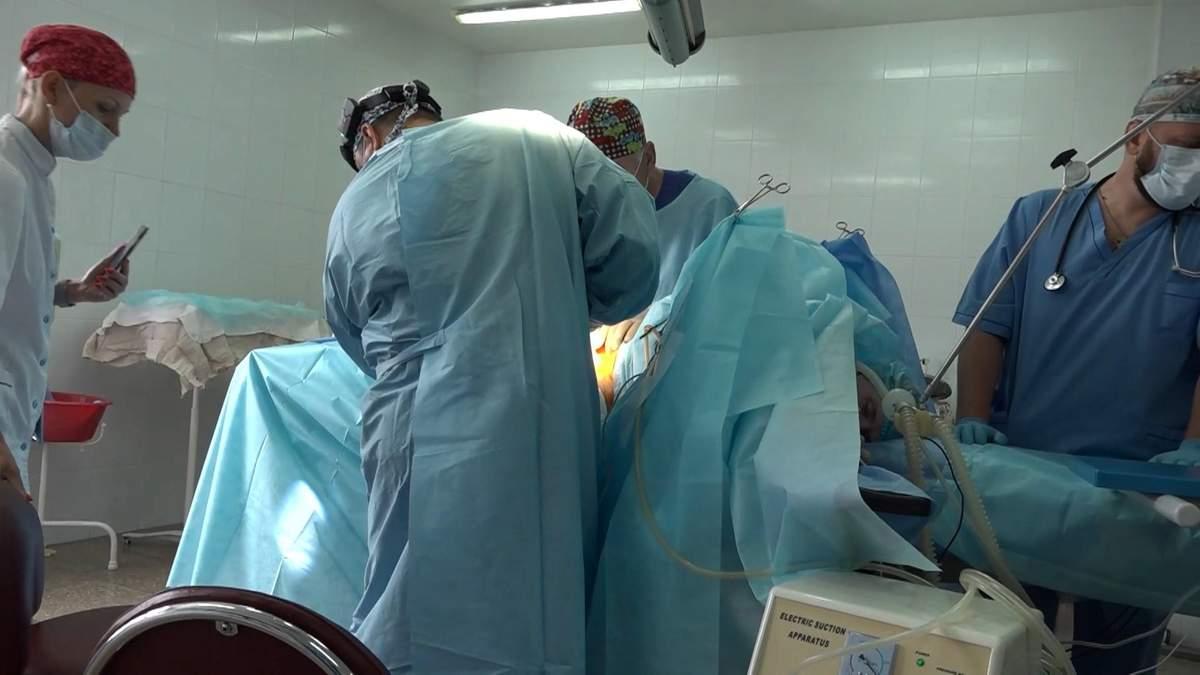 Настоящий прорыв в украинской нейрохирургии: тяжелораненому бойцу провели уникальную операцию