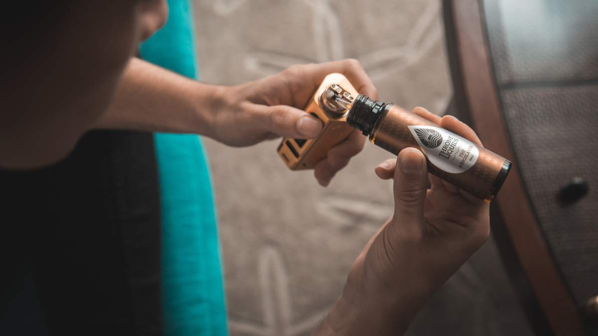 Електронні сигарети та вейп пов'язують з загадковою хворобою