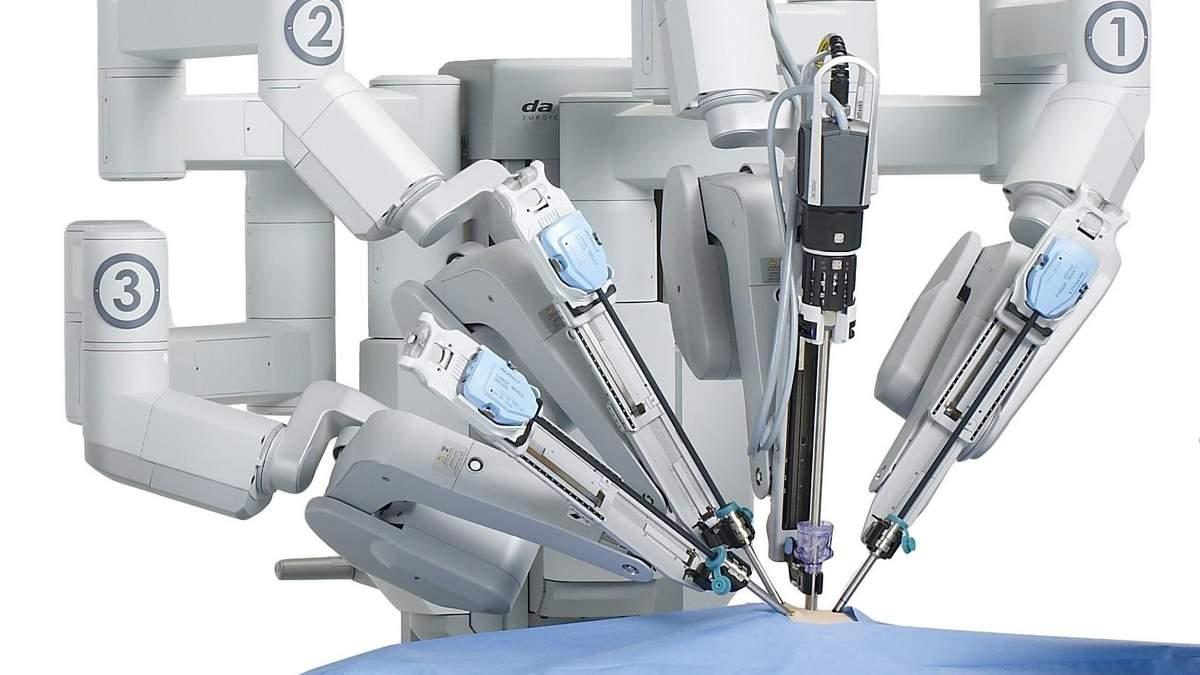 Операция с помощью робота