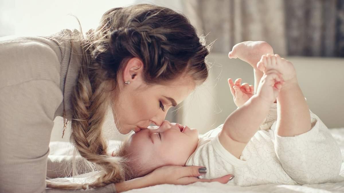 Чем полезны поцелуи для детей