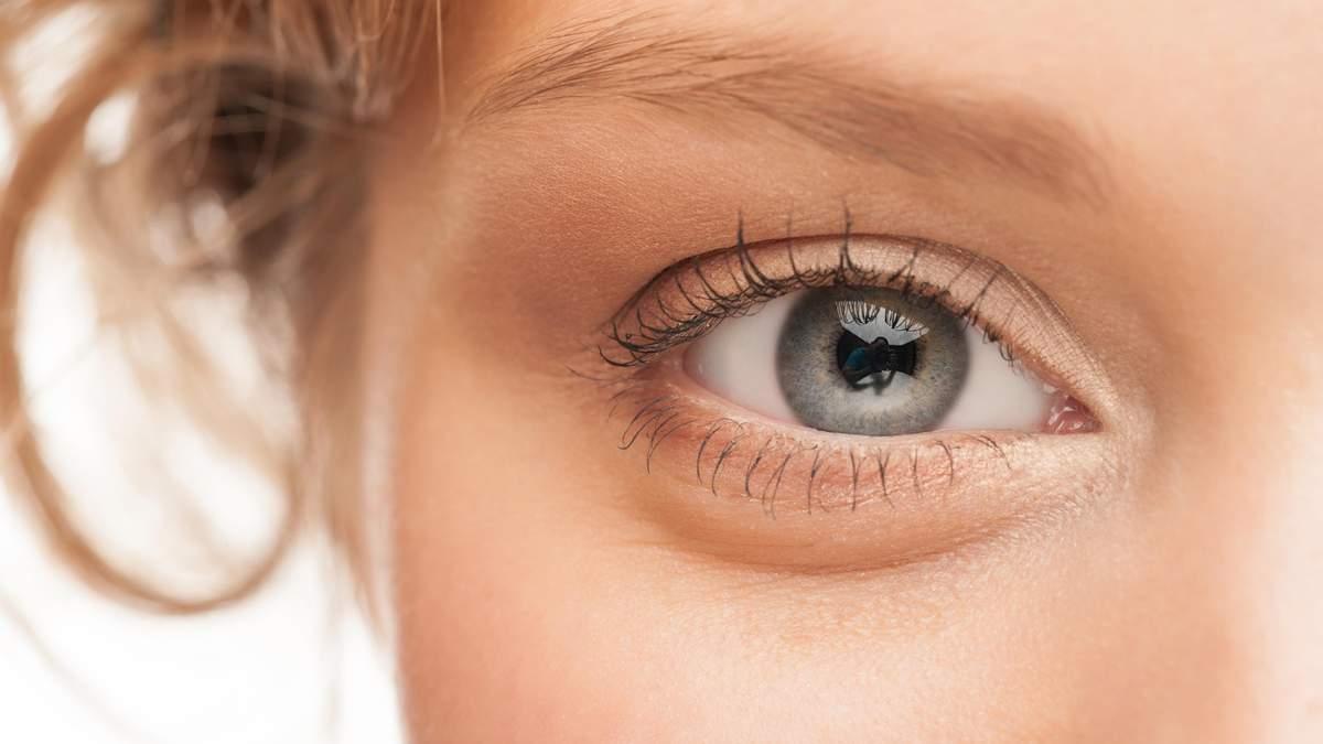 Белое пятно в глазу может приносить дискомфорт