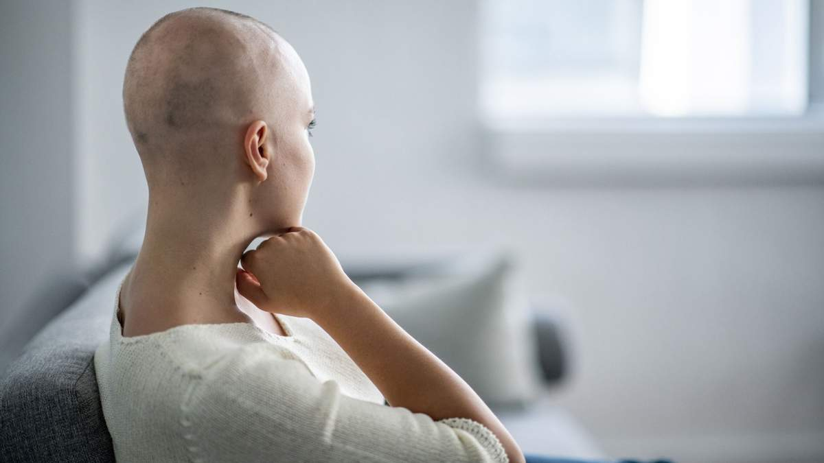 Во время химиотерапии может выпадать волосы
