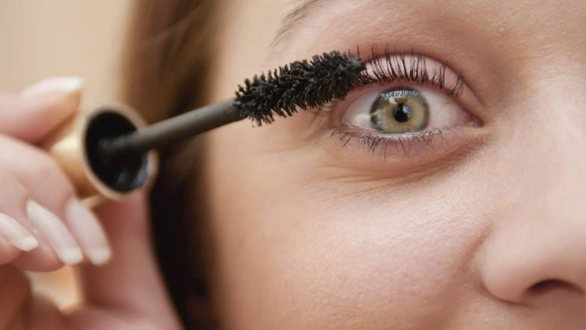 Как тушь влияет на здоровье глаз