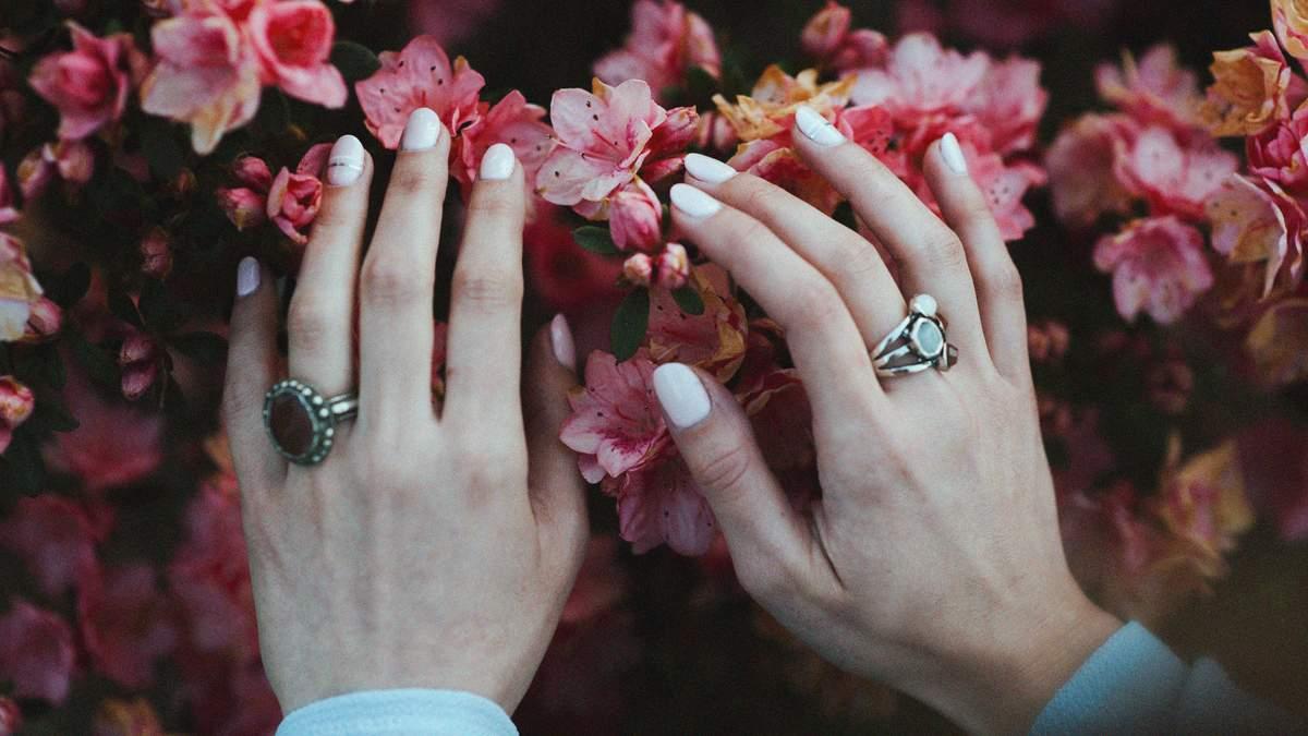 Белые пятна на ногтях: почему возникают и как избавиться