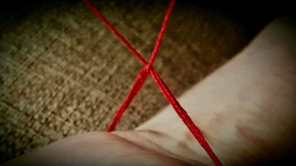Красная нитка: для чего