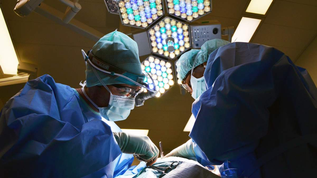 Хірурги врятували хлопчика з трьома ногами