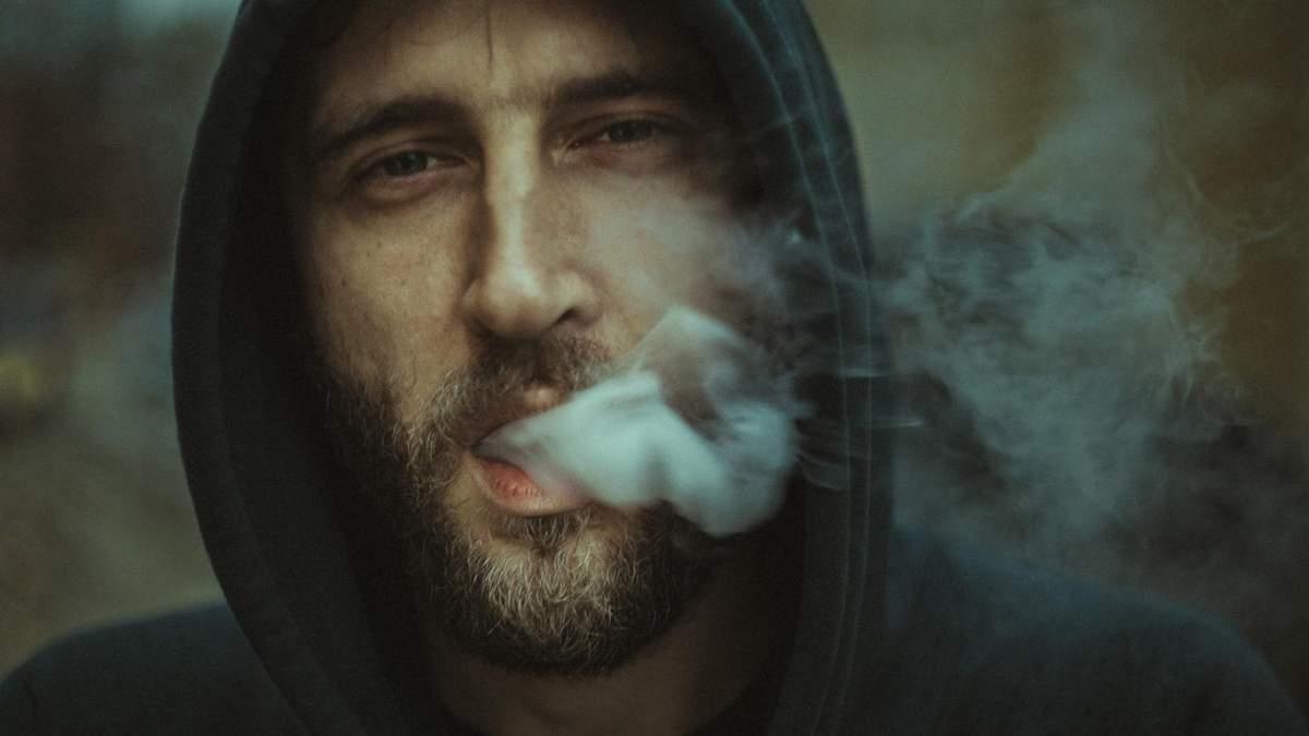 Про яку психічну хворобу свідчить звичка курити: дослідження