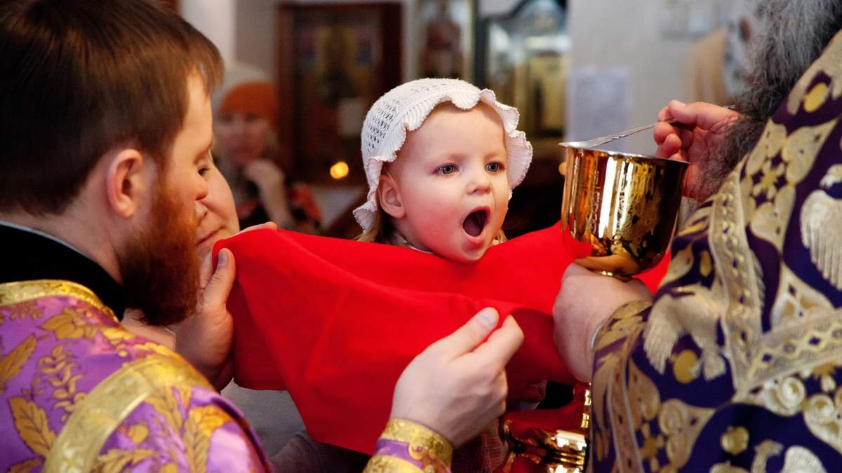 Почему причастие, целование икон и крестов в церкви могут быть опасным