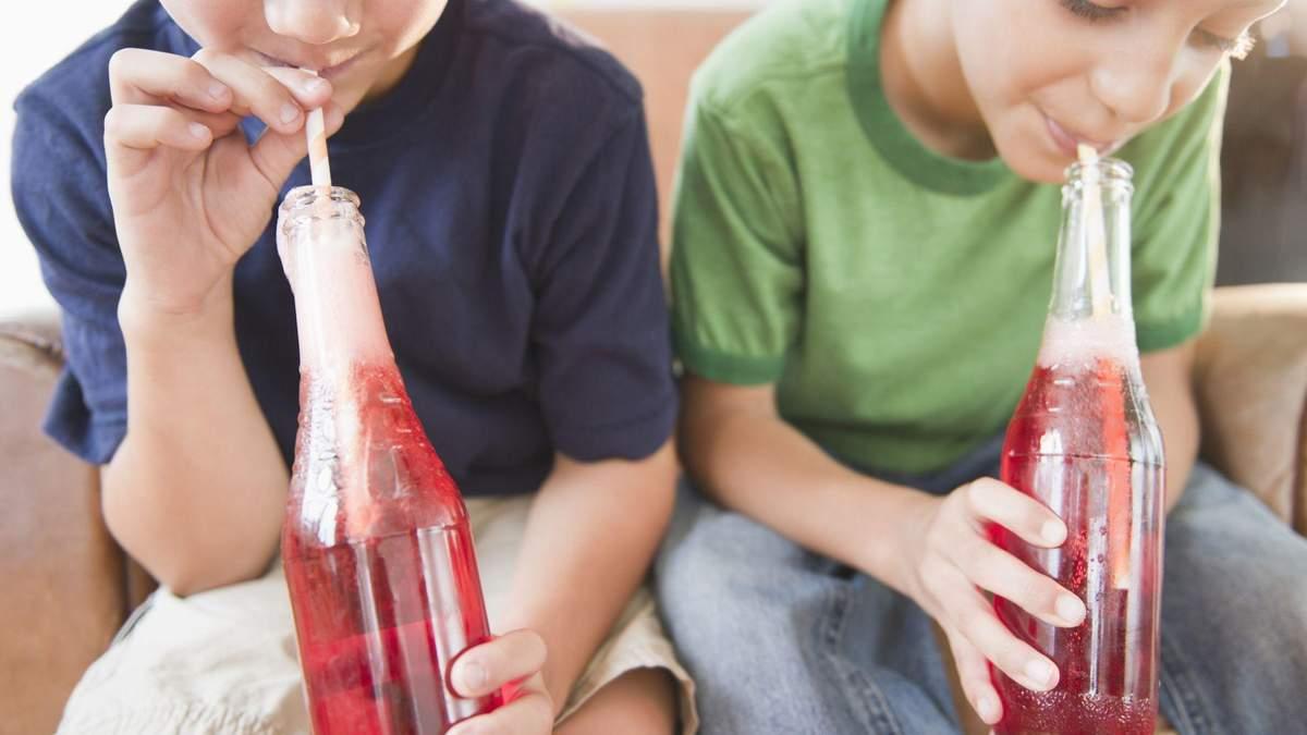 Напитки детям до года – можно ли детям пить сок
