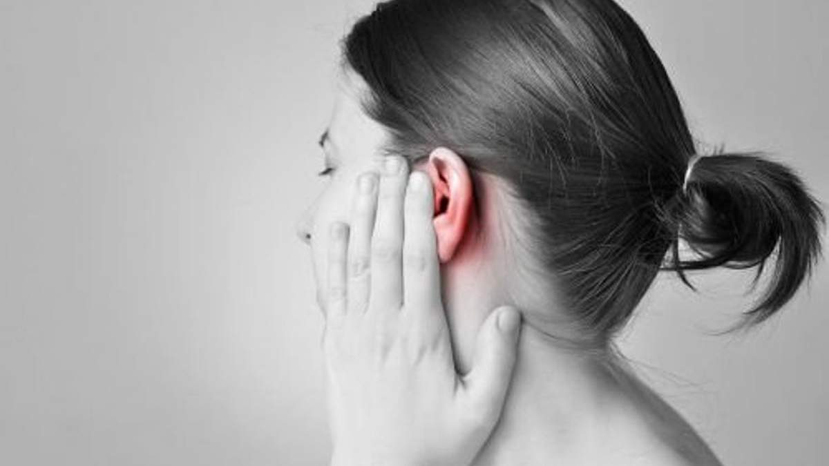 Как убрать воду из ушей