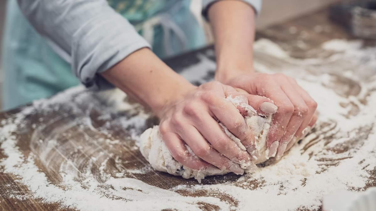 Почему нельзя есть сырое тесто – причины и вред от сырого теста