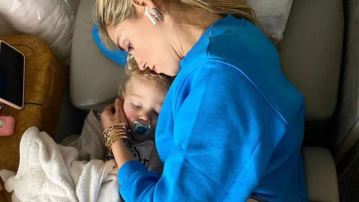 Як комфортно подорожувати з дітьми літаком
