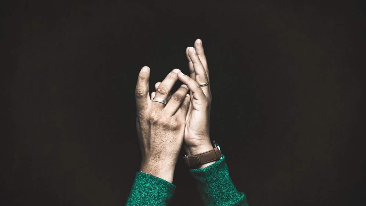Мова жестів: як допомогти людині в екстреній ситуації