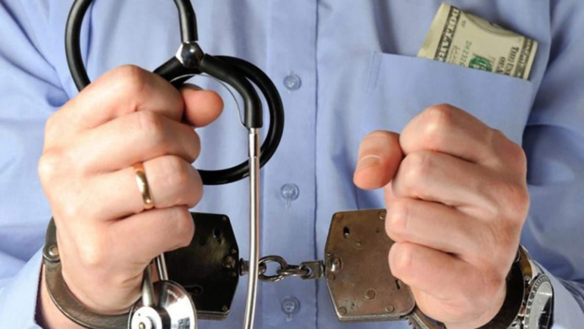 Лікар вимагав у пацієнта величезну суму за операцію