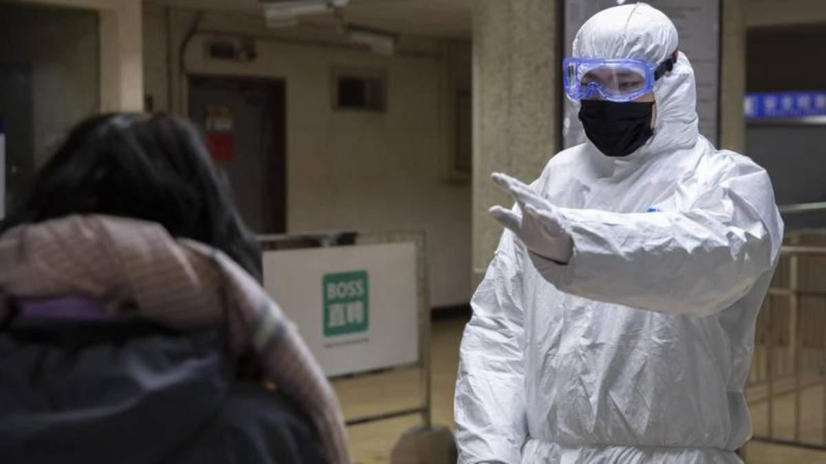 У Китаї перевірили на коронавірус 102000 людей за добу, кількість хворих значно зросла
