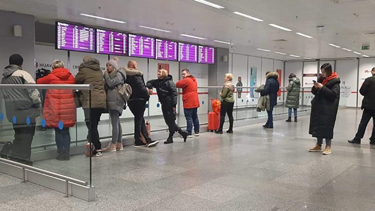 В Киев прилетел второй самолет с украинцами из Китая: как их проверяли