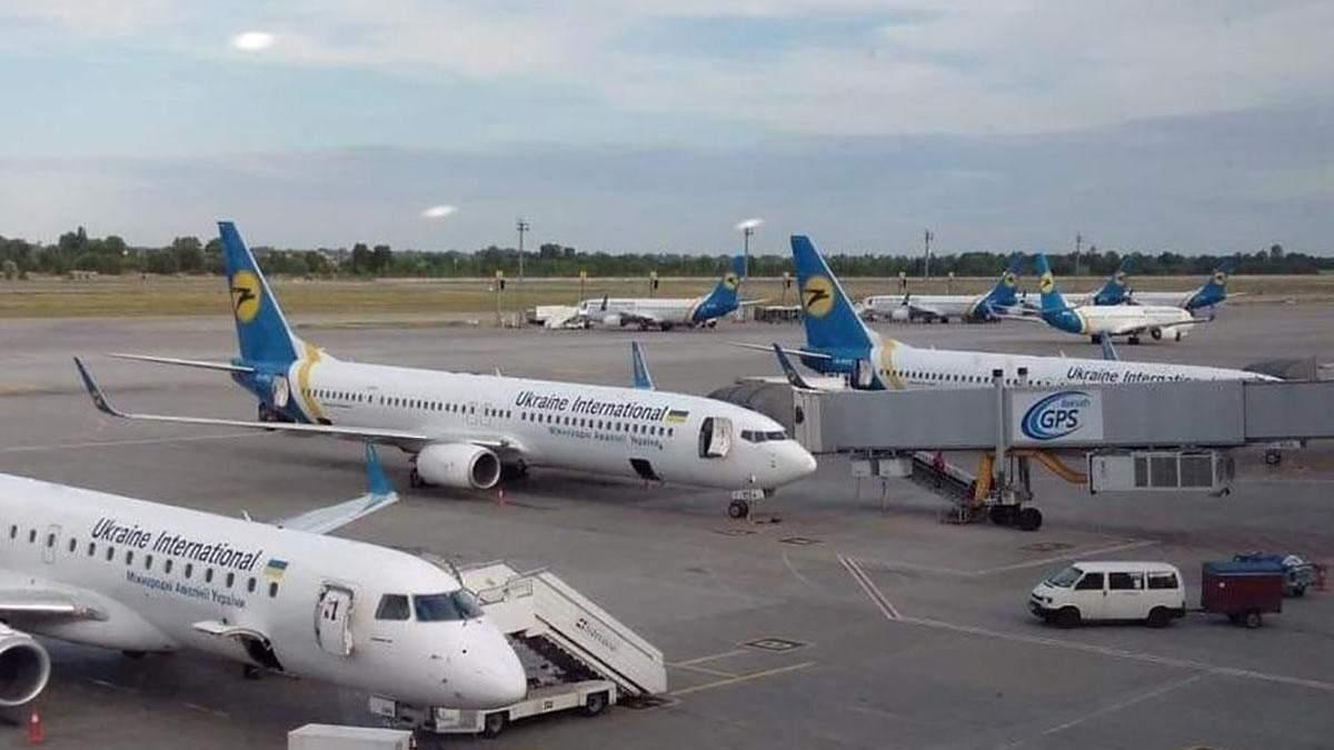 """До """"Борисполя"""" прибув останній літак з Китаю: як українців перевіряли на коронавірус"""