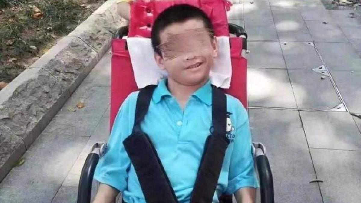 Хлопець залишився без догляду через те, що батька та брата забрали на карантин через коронавірус
