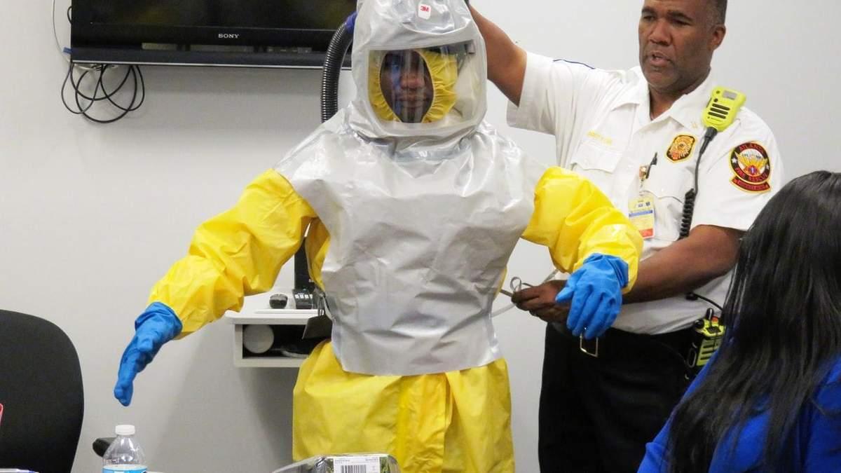 У американцев, которых эвакуировали из Китая, симптомы коронавируса