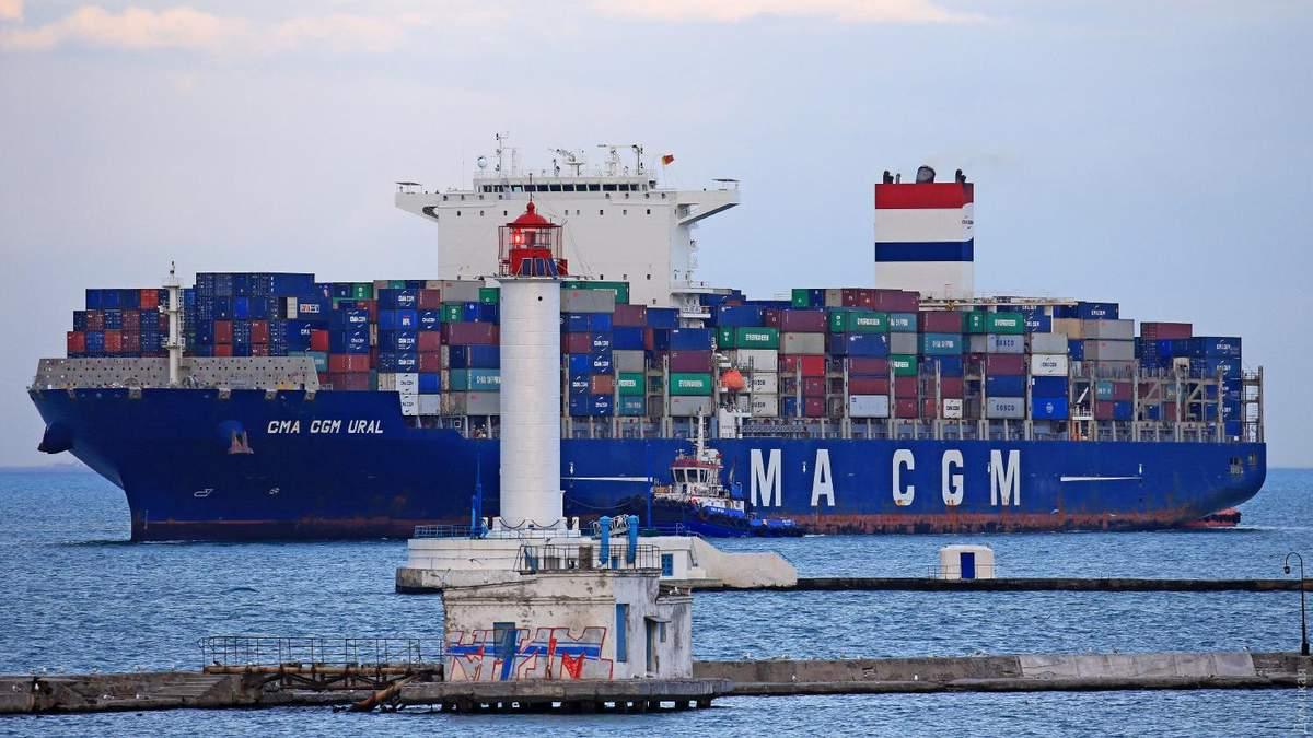Контейнеровоз із Китаю CMA CGM URAL у порту Одеси