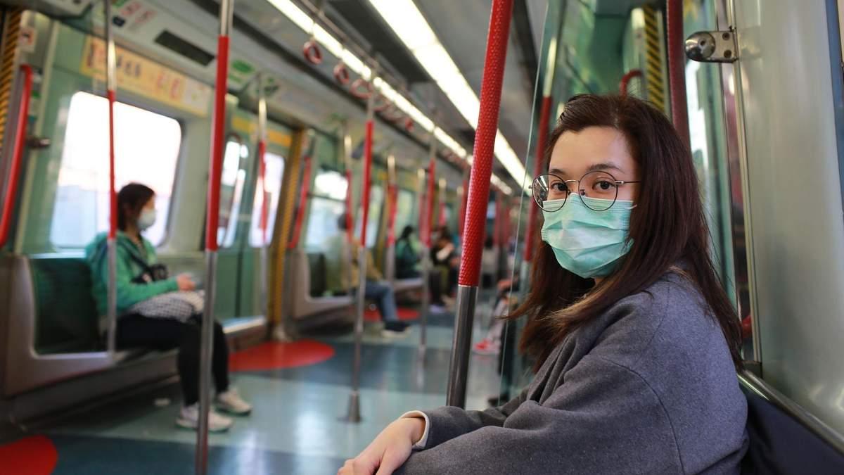У Китаї заборонили людям виходити з будинків та користуватися авто