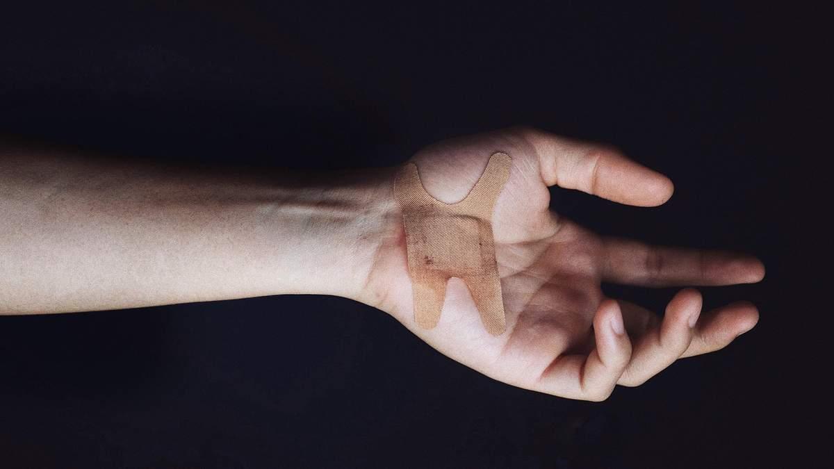 Пластир, який робить уколи: легкий спосіб загоїти рани