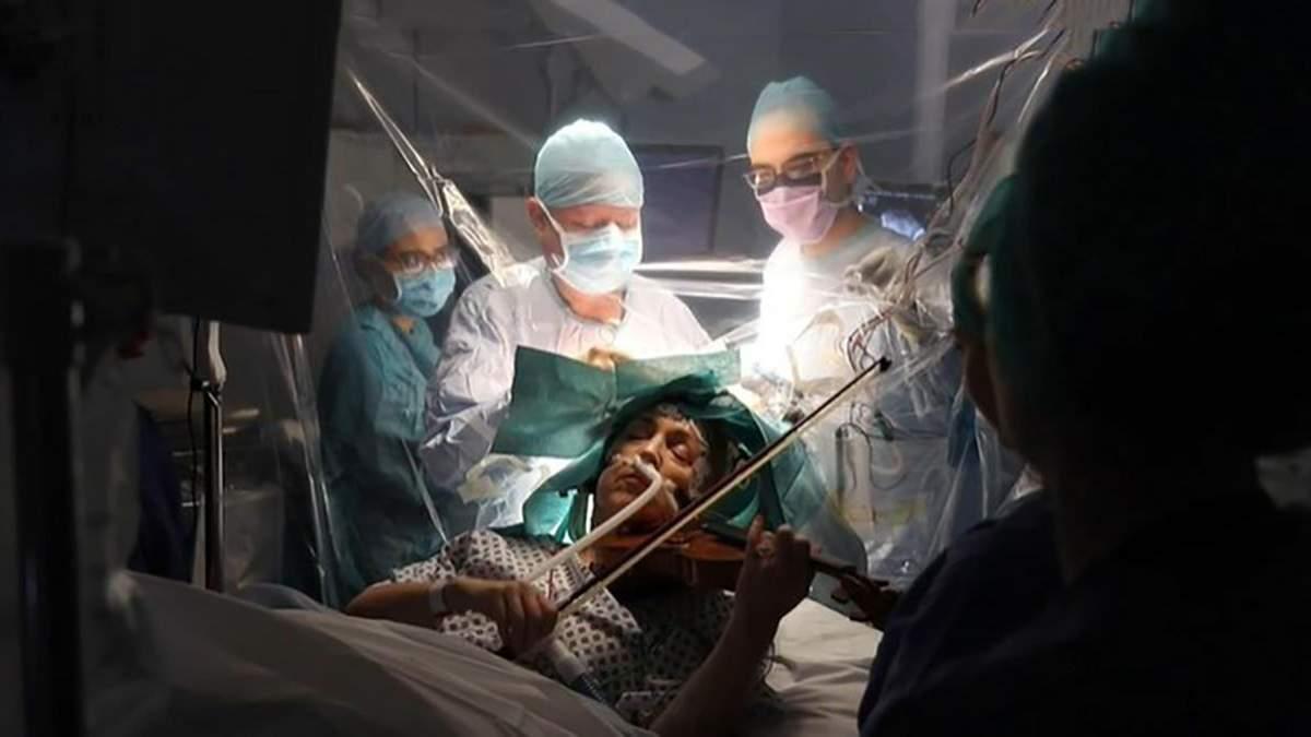 Скрипачка играла на инструменте, когда ей удаляли опухоль в мозге