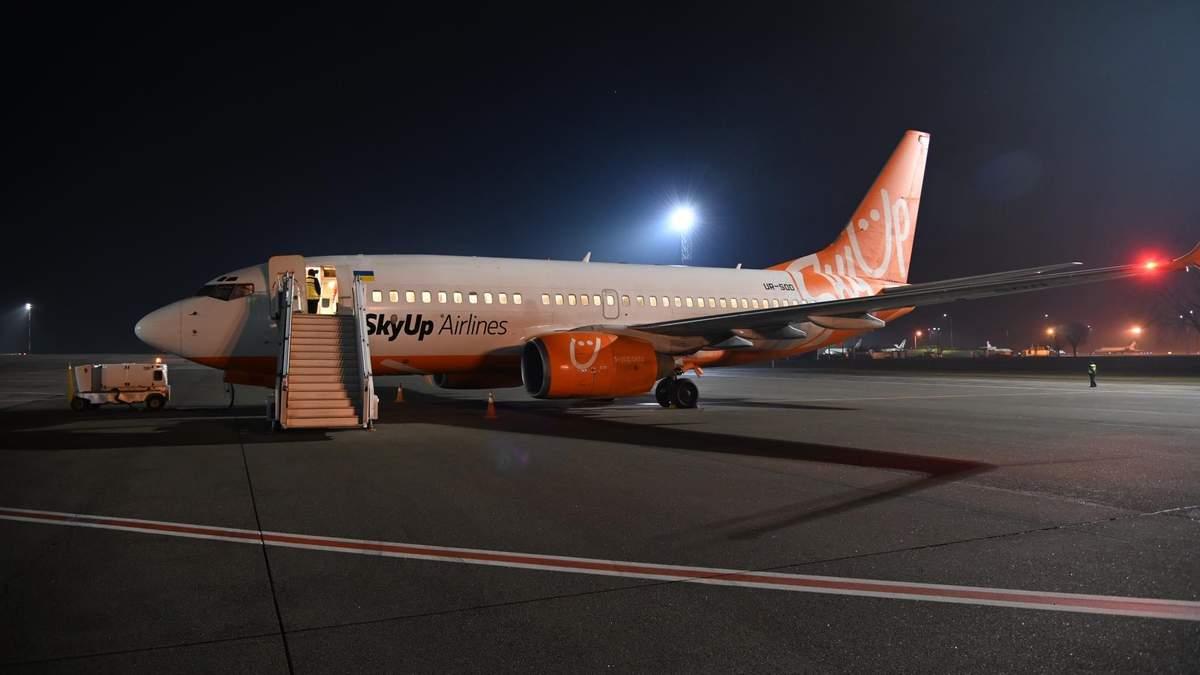 Евакуація з Китаю через коронавірус: трьох українців не пустили на літак