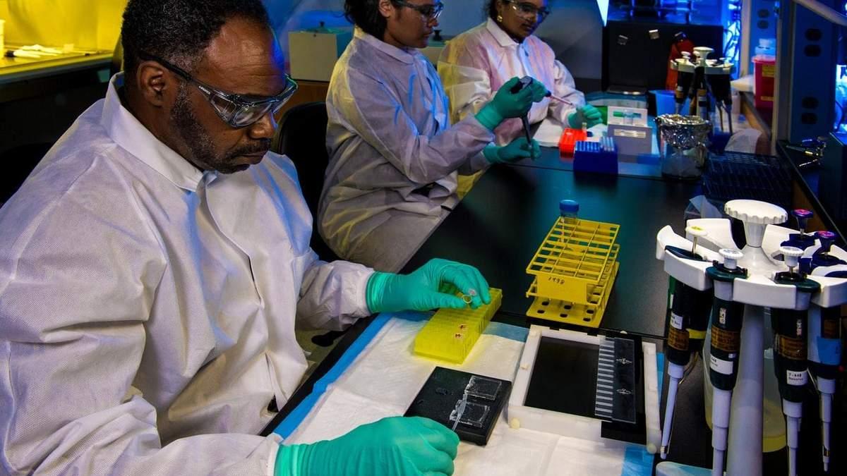 Кількість нових випадків зараження коронавірусом впала вчетверо за добу