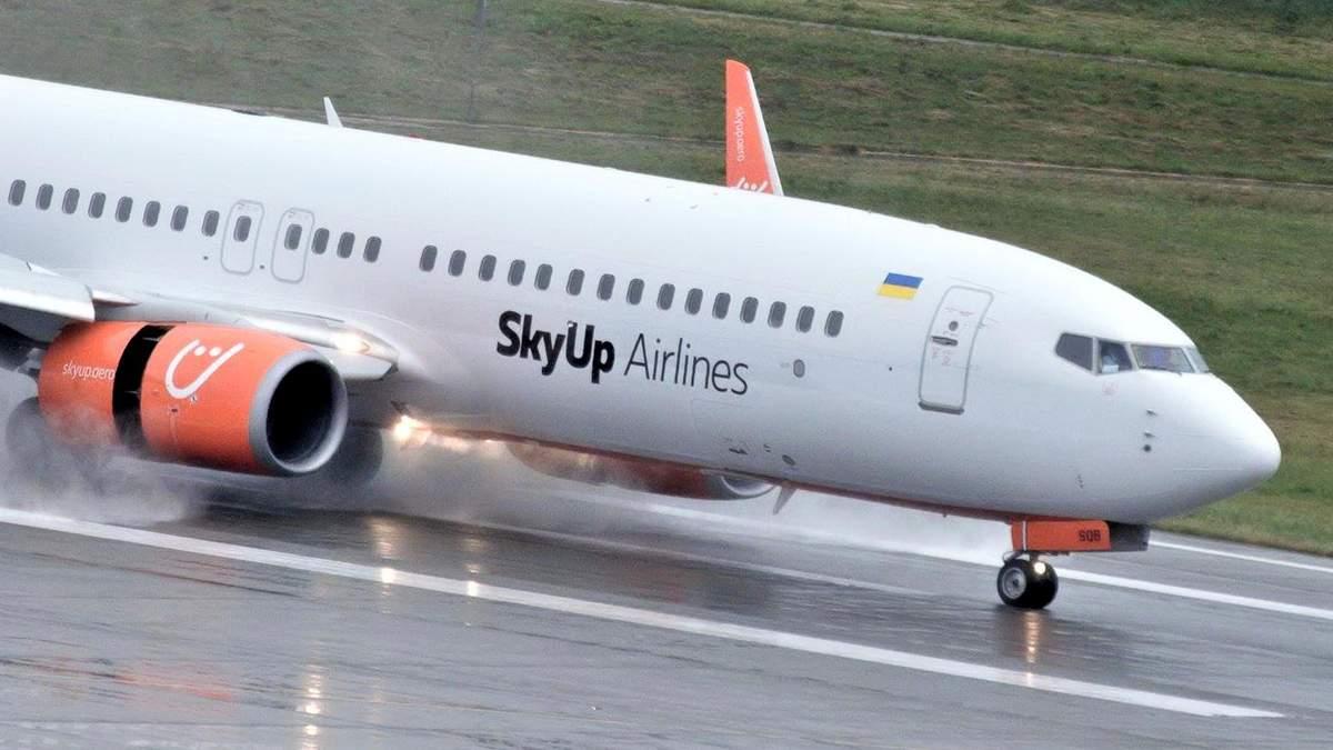 Що відбувається в літаку з українцями з Уханя: фото, відео