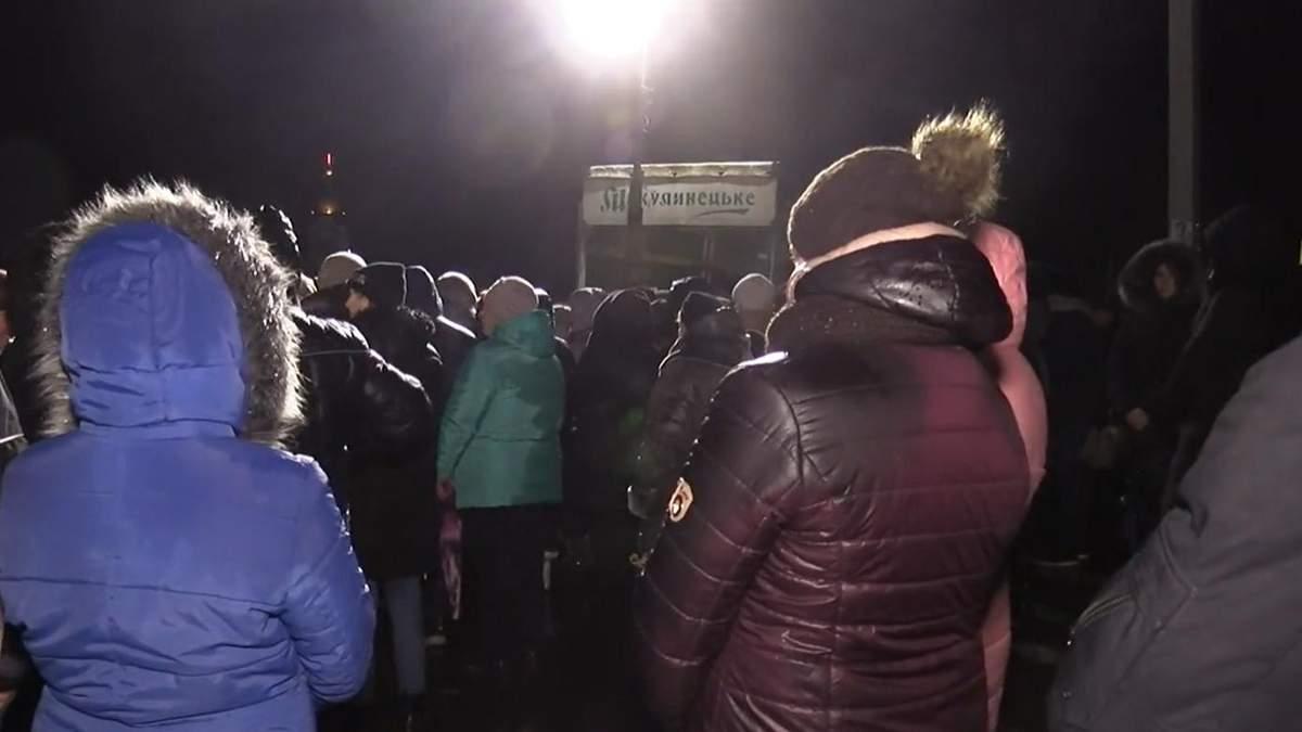 На Тернопільщині евакуйованих з Уханя відганяли молитвами: відео